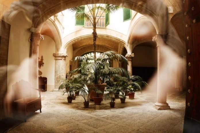 図書館の素敵な中庭モロッコ風