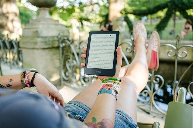 """アメリカ生活 """"紙の本を読む姿""""は、もうすぐ歴史の教科書に載るかも"""
